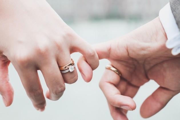 A few helpful tips to reduce wedding stress: Image 1