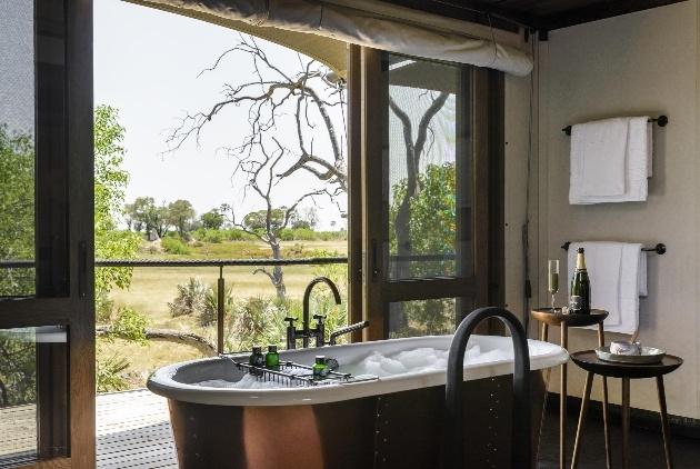 bath tub with view of safari range